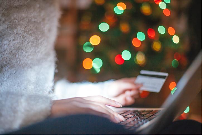 Holiday Shopping 2020: A Flurry of Credit Card Openings Creates a Snowstorm of New Account Fraud featured image