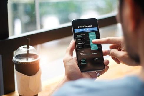 thumbnail_man using online banking